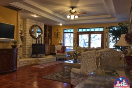 703-golden-oaks-rd-georgetown-tx-78628-family-room