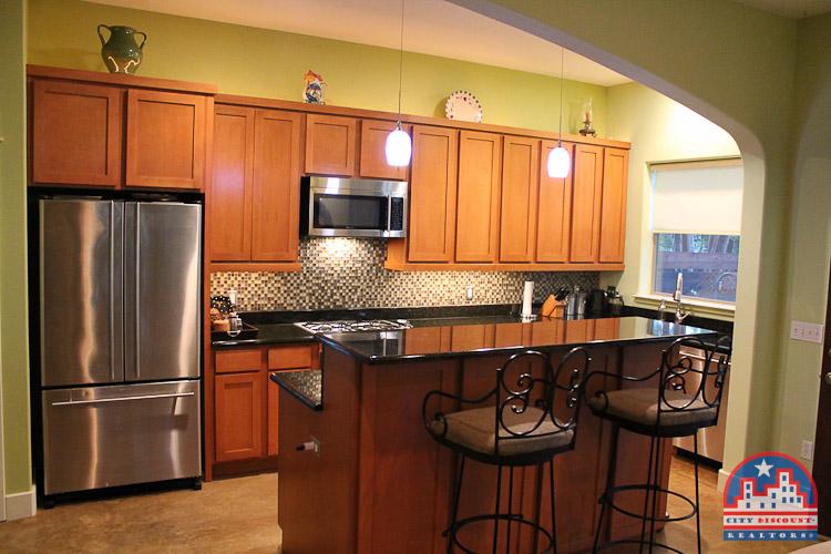 city-discount-realtor-78704-kitchen-bar