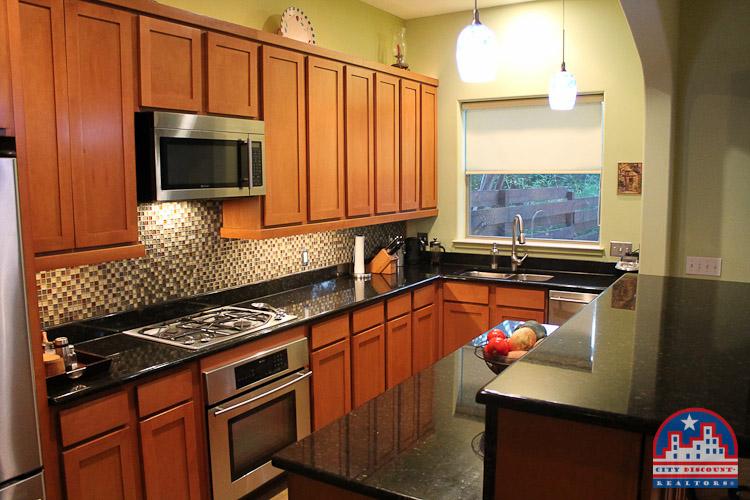 city-discount-realtor-78704-kitchen