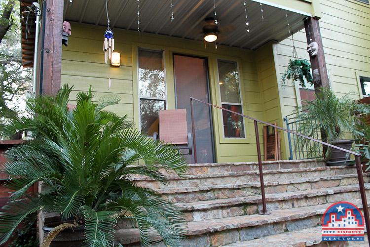 city-discount-realtor-78704-porch